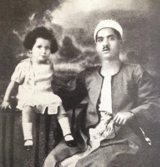أم كلثوم ووالدها إبراهيم البلتاجي