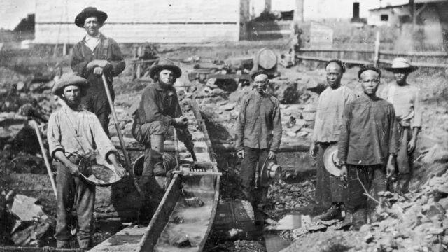 عمال مناجم اسيويون