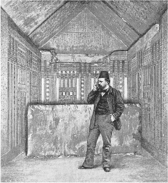 عالم الآثار جاستون ماسبيرو في حجرة الدفن بهرم سقارة التابعة للملك أوناس في