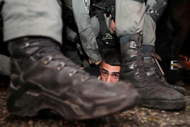 اعتداءات قوات الاحتلال على الفلسطينيين في حي الشيخ جراح