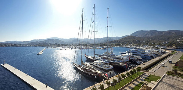 The state-of-the-art Palmarina showing some of the super sized yachts