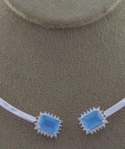 Choker luxo rígida com pingente retangular de zircônia branca e azul céu em banho de ródio-0