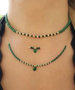 Choker 35cm com murano verde esmeralda e bolas em banho de ouro 18k