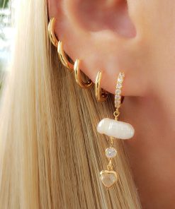 Argola com 1 pérola de água doce no fio, ponto de luz e coração de zircônia branca em banho de ouro 18k