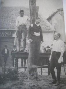 Különítményesek akasztanak Tabon. 1919. aug. 12651960IMG_4724