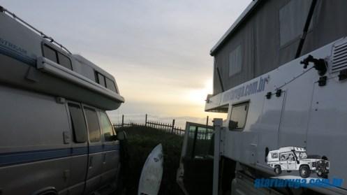 Nossa primeira noite: Casinha Tartaruga e o motorhome da família Doan, à beira-mar