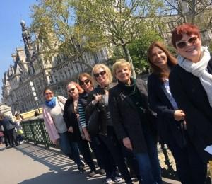 group in front of hotel de ville Paris