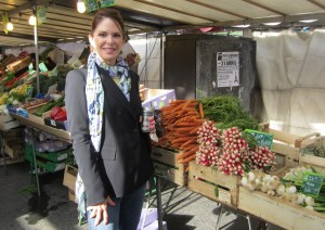 Lorie in the Maubert market