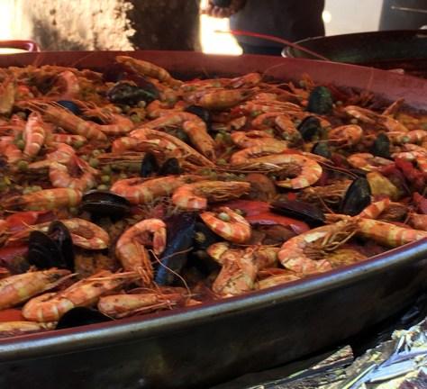 Paella in the L'Isle-sur-la-Sorgue market