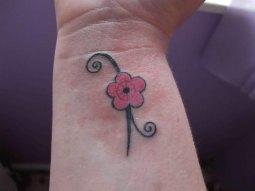 Daisy-Wrist-Tattoo 07