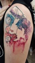 Amazing Alice in the wonderland tattoo theme. https://pl.pinterest.com/pin/766737905280199595/