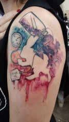 Amazing Alice in the wonderland tattoo theme. https://pl.pinterest.com/pin/766737905280199595/