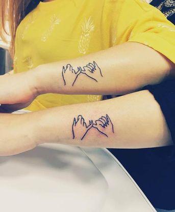 Matching pinky swear tattoos (Instagram / carolinaaloha) http://stayglam.com/life/sister-tattoos/