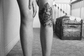 Knee rose https://pl.pinterest.com/pin/297659856591869870/