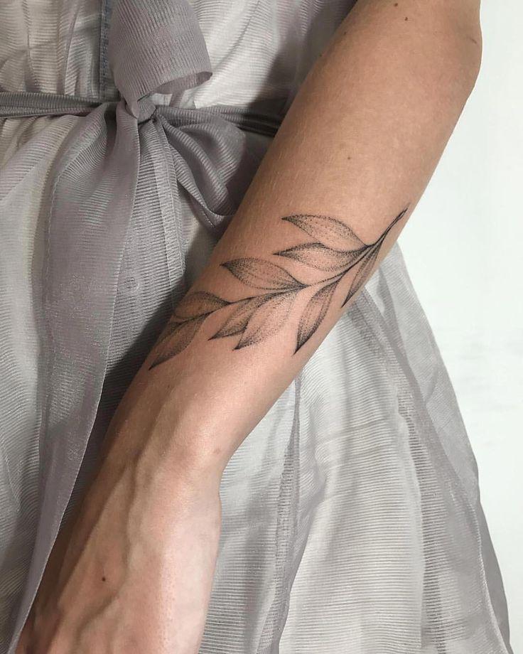 Feminine leaf armband wrist tattoo design