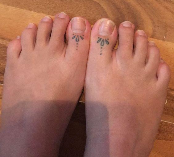 Big toe dots tattoo designs