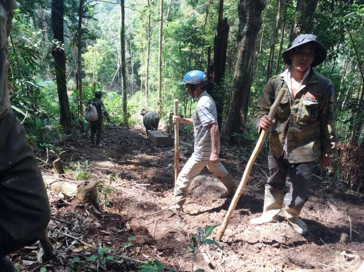 Một số đối tượng 'xâm hại rừng' tại lâm phần của Công ty Trách nhiệm hữu hạn Một thành viên Lâm nghiệp Đắk Tô, tỉnh Kon Tum. (Ảnh: Chủ rừng cung cấp)