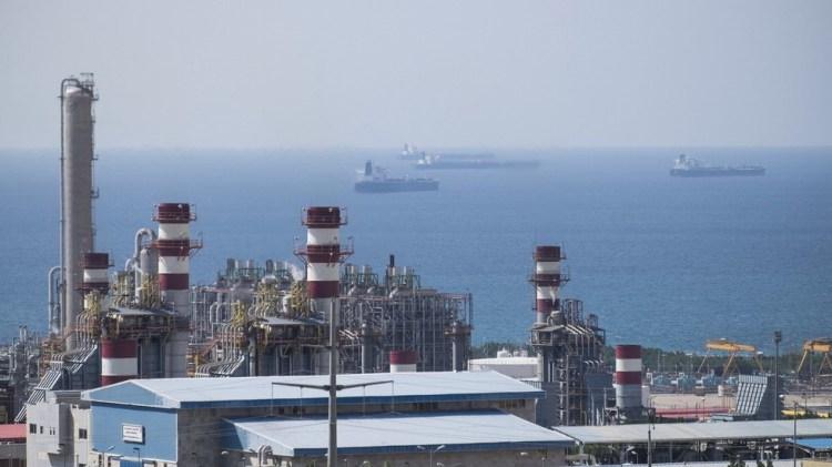 Toàn cảnh một cơ sở khai thác khí đốt của South Pars ở cảng biển Asalouyeh, phía Bắc vịnh Persian, Iran. (Ảnh: Reuters/TTXVN)