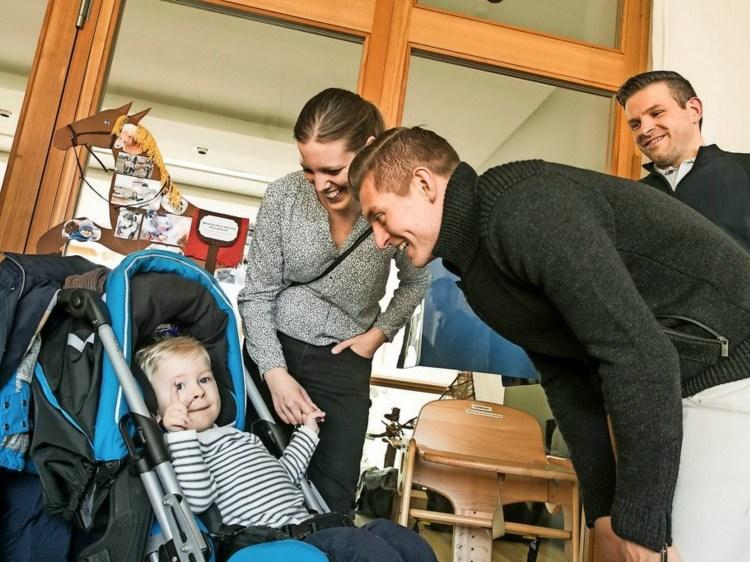 ...ngoài tư cách là một cầu thủ, một người cha của gia đình,còn có người nhà tài trợ nhiệt tình Toni Kroos.