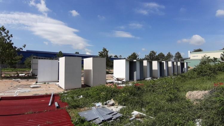 Những căn nhà tạm Công ty cổ phần địa ốc Alibaba xây dựng tại dự án ma ở xã Châu Pha, thị xã Phú Mỹ, tỉnh Bà Rịa-Vũng Tàu. (Nguồn ảnh: TTXVN)