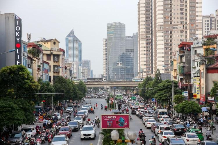 Những tòa nhà, chung cưcao tầng mọc lên san sát giữa đô thị Hà Nội đang ngày chật hẹp. (Ảnh: CTV)