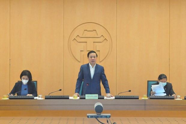 Chu Xuan Dung,vicepresidente del Comité Popular de Hanoi, preside una reunión delComité Directivo de prevención y control delCOVID-19(Foto: VNA)