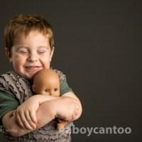 Porque é que os meninos devem brincar com bonecas?