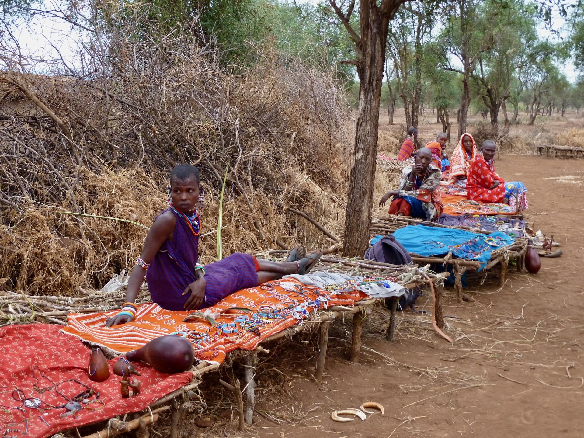 Safari w Kenii: Amboseli, stragany dla turystów w wiosce masajskiej