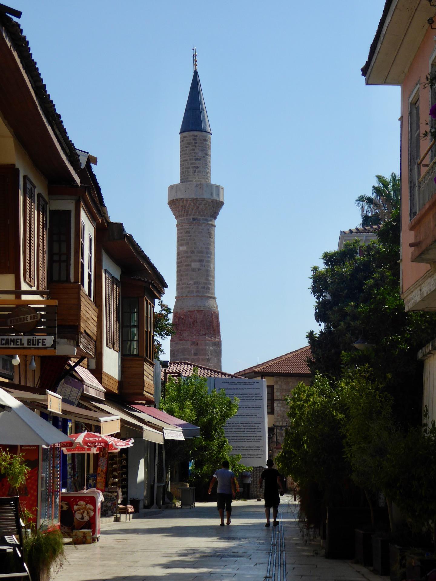 Atrakcje Antalyi: odbudowany Złamany Minaret