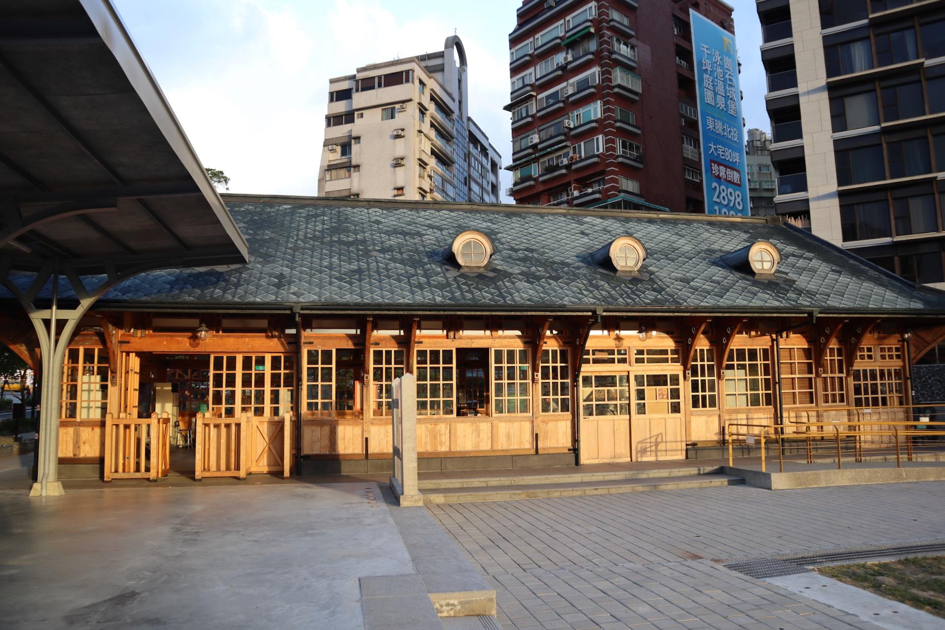 Historyczny budynek stacji kolejowej w Beitou