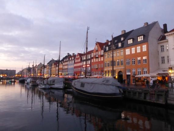 Nyhavn - kanał i ulica w centrum Kopenhagi