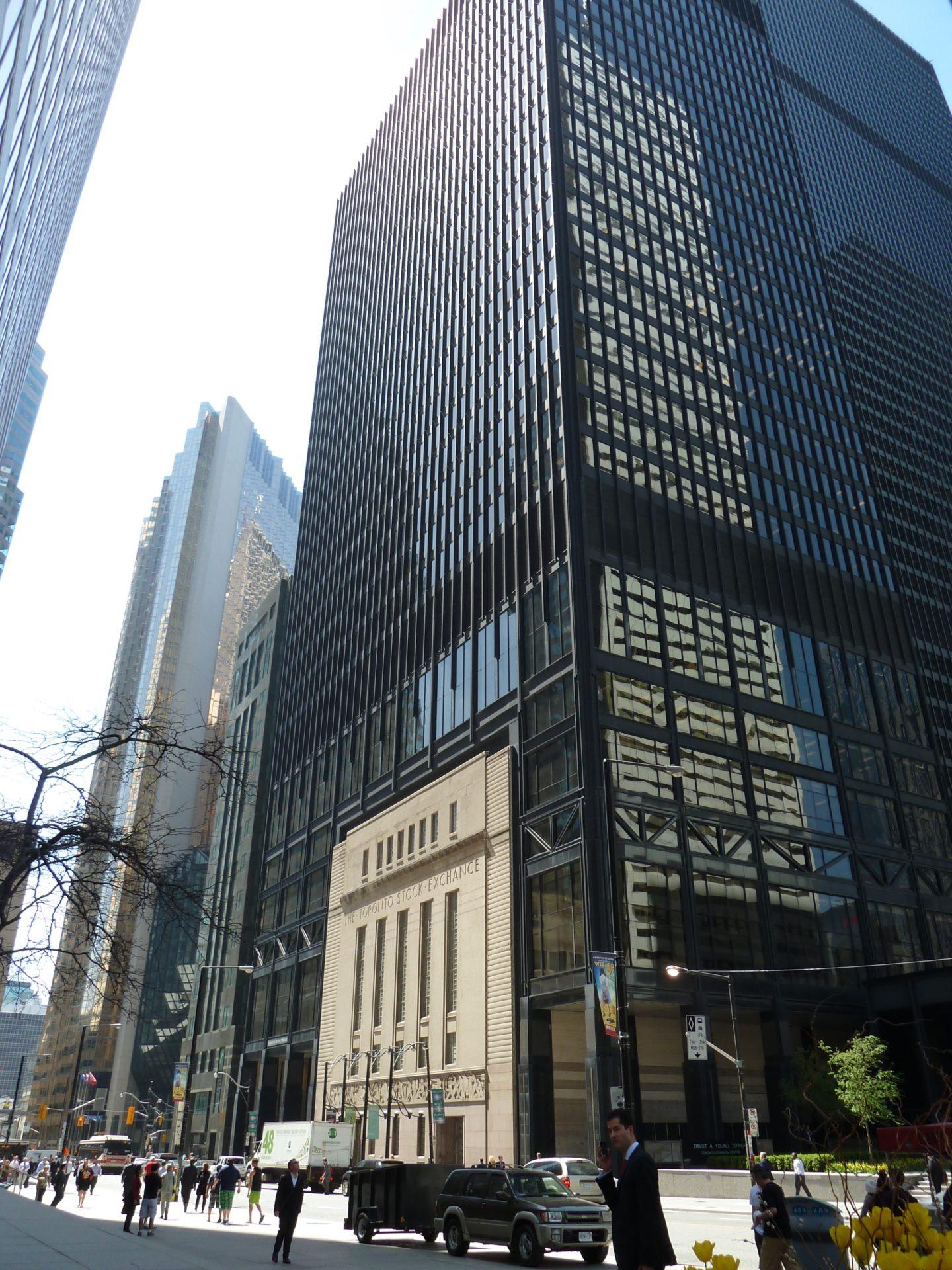 Budynek giełdy Downtown Toronto wbudowany w wieżowiec