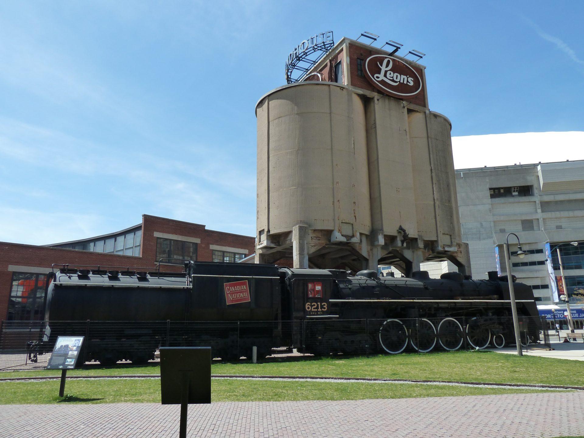 Lokomotywy przed muzeum kolei w Toronto