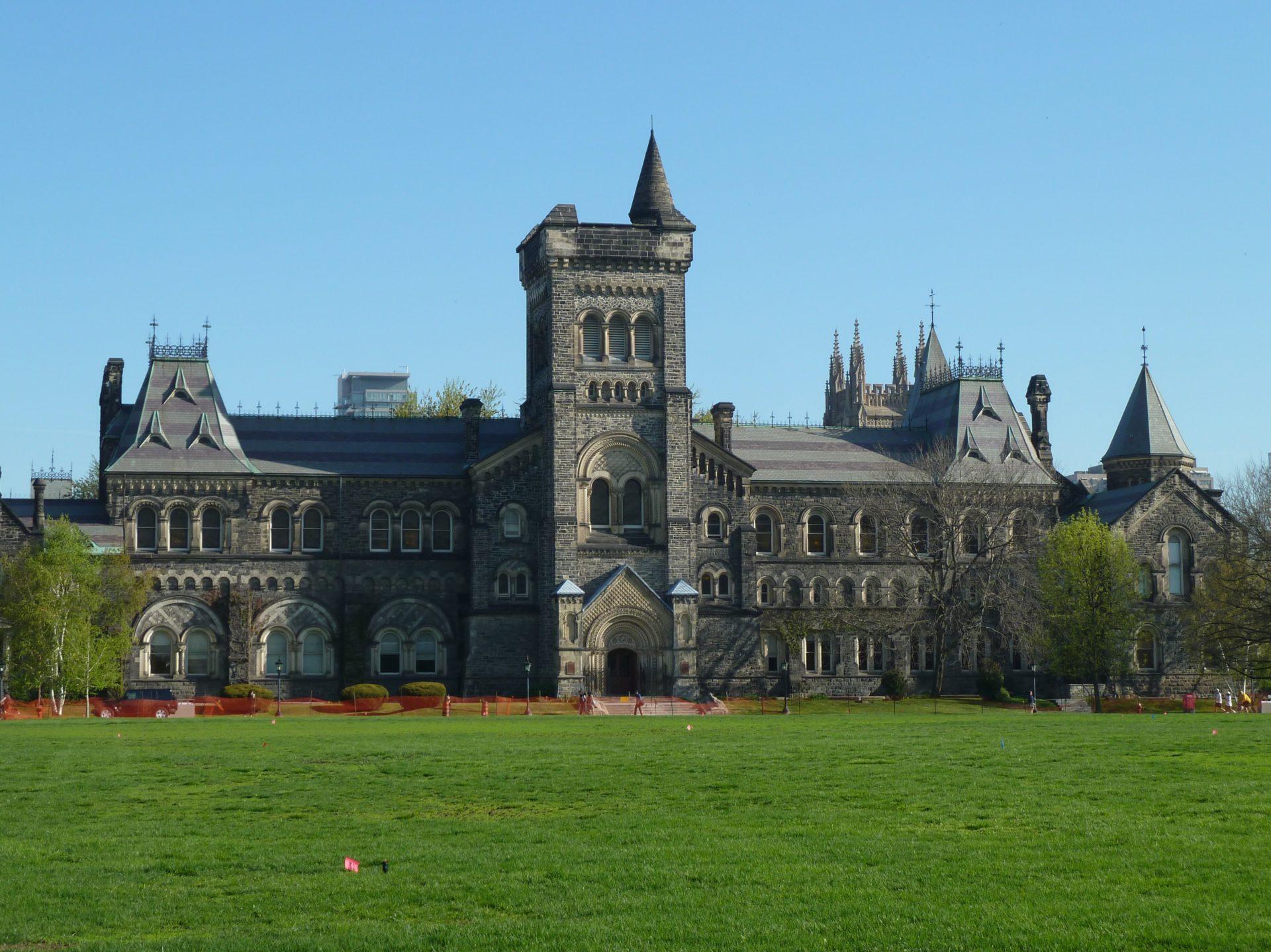 Budynek uniwersytetu Toronto