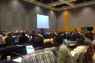 El comité técnico de IFATCA 2014, durante el debate acerca de las torres virtuales.