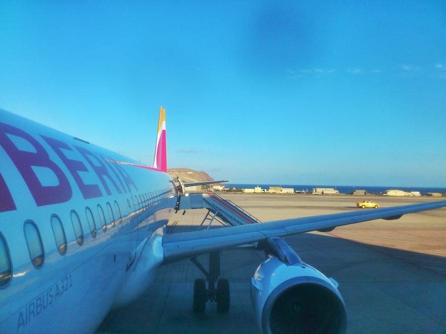 Avión de Iberia en el aeropuerto de Gran Canaria. Fotografía: ATCpress