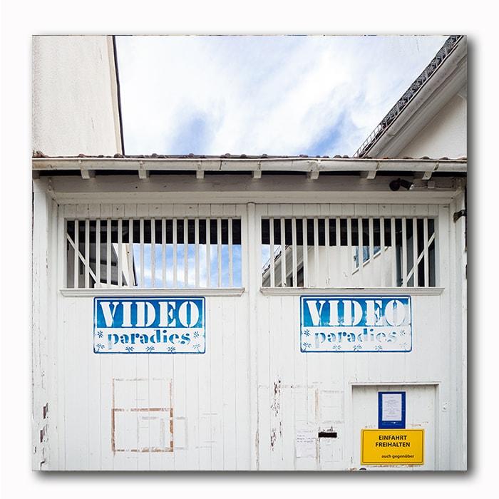 Video Paradiese - Sky offline Bild auf Holz