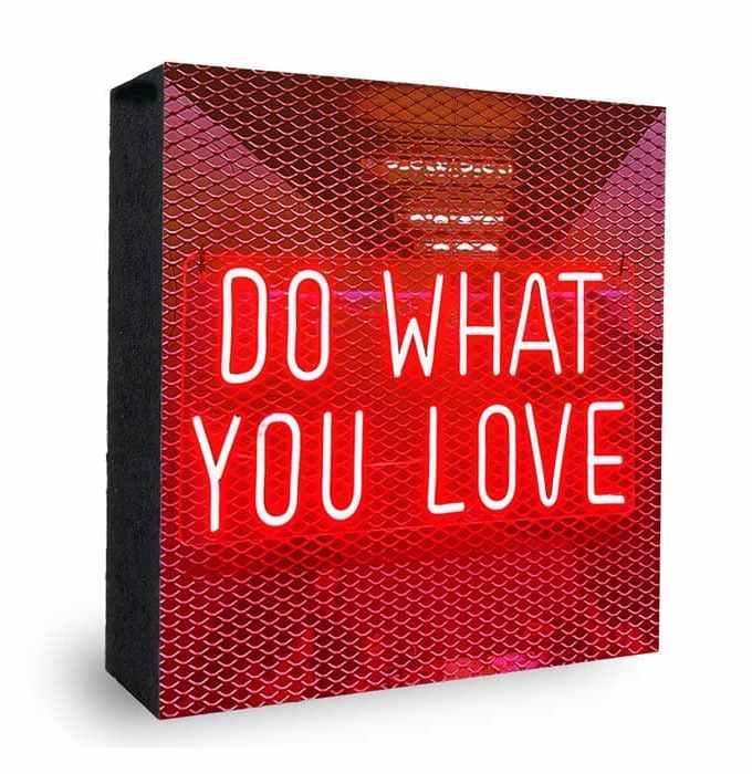 Do what you Love Neon rot Bild auf Holz