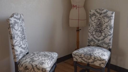 chaise louis xiii avec toile de jouy