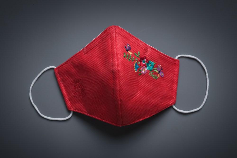 Mascarilla Atelier Rima roja flores