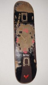 Skate à tout heure Mécanisme d'horloge sur planche de skate Origine: une vieille planche maison
