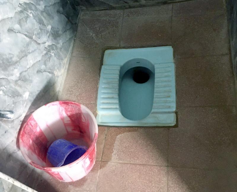 上と同じく正真正銘のインド式トイレ。