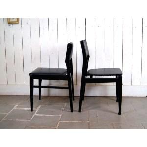 6-chaises-noires-2