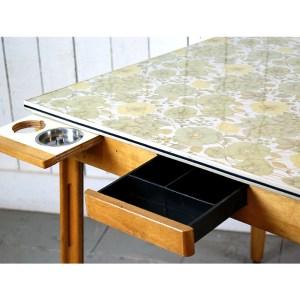 table-fleur-formica-1