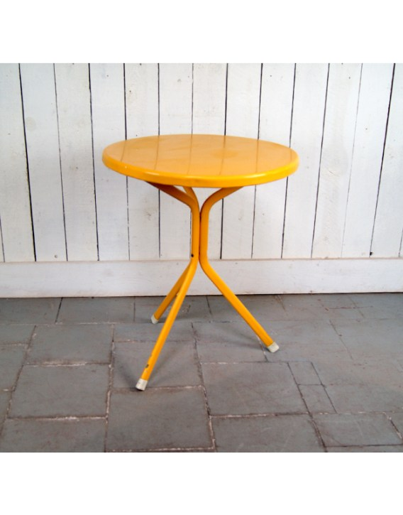 table-ext-jaune