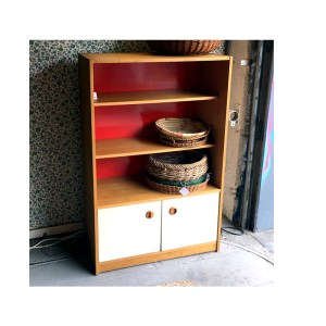 Etagere-fond-rouge-1