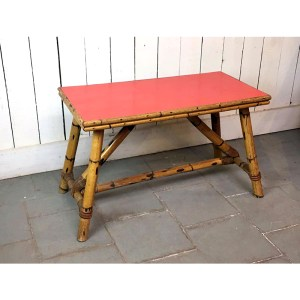 table-basse-rouge–en-bambou-1