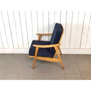 fauteuil-velour-bois-clair-bleu-2