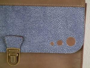 Petit cartable cuir Atelier C détail
