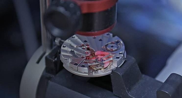 Mecanisme-Horloger-Le-Locle